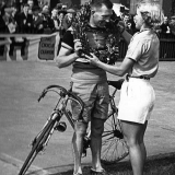 Tommy Godwin receives wreath to commemorate 100,000 miles record